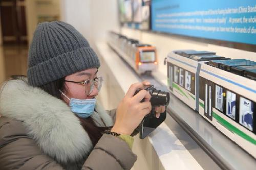 """多家主流媒体记者走进唐车探访""""中国速度"""""""
