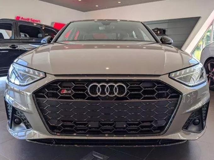 奥迪新款S4车型进店实拍图 全新LED大灯