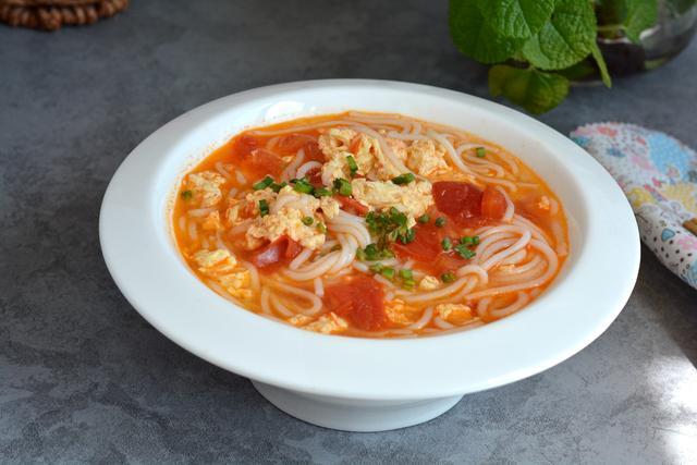 西红柿鸡蛋汤粉,自己做,料够够的!