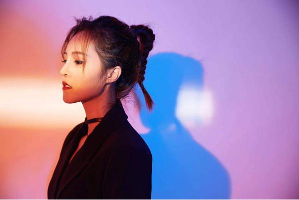 歌手茹雪全新单曲《爱我就别想太多》: 聆听爱的故事