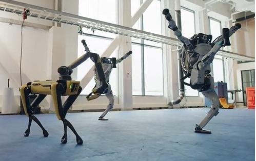 波士顿动力旗下机器人组团跳《Do You Love Me》