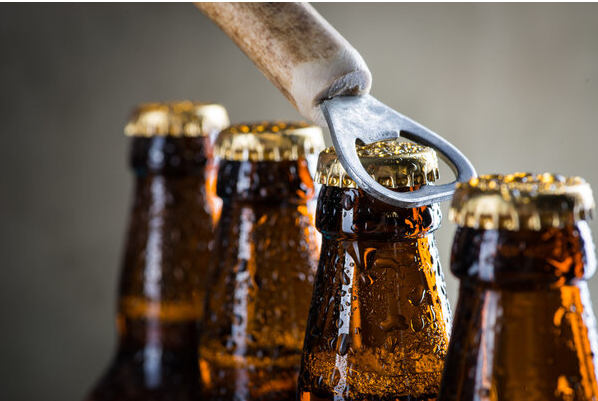 """各种""""解酒策略""""在网络上大行其道,专家揭秘解酒的最佳方法"""