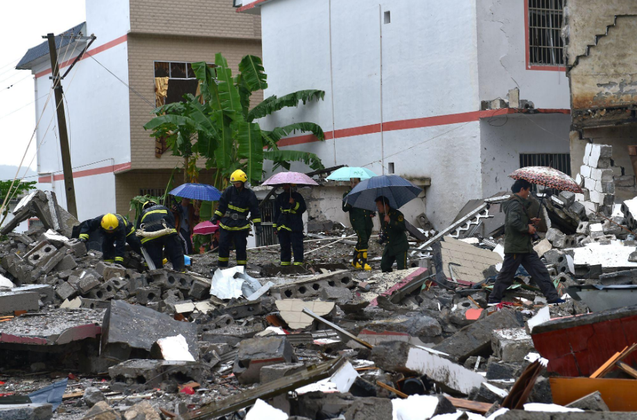 印度一辆爆炸性卡车爆炸,造成至少8人死亡