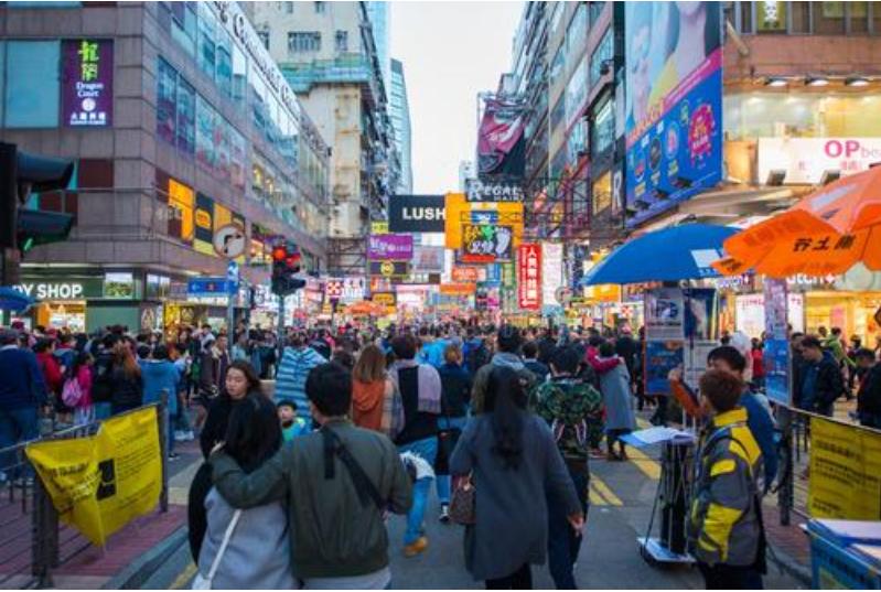 去年头11个月,香港的死亡人数首次超过了出生人数