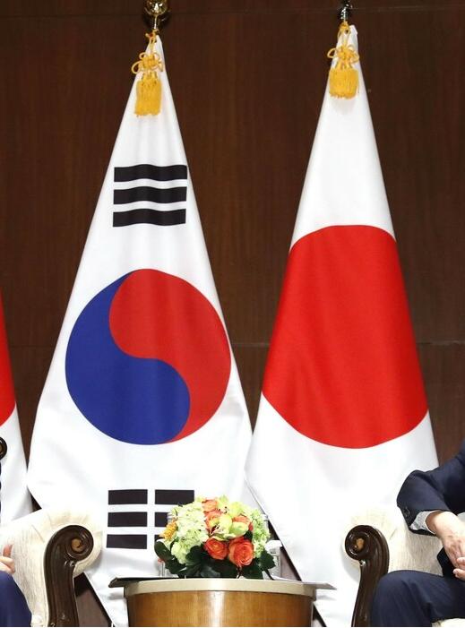 """韩国发表国防白皮书:日本从""""伙伴""""降为""""邻国"""""""