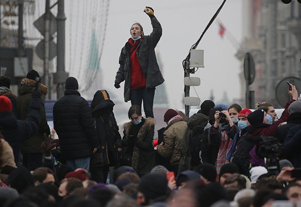 外媒:纳瓦利内回国被捕只是俄抗议导火索,根源是经济低沉