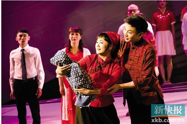 为了把华侨文化搬上舞台,这出潮剧跟上了时代的步伐