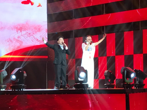 各大卫视春节播出!李小梅老师携优秀学员简浩林带来全新原创单曲《最美中国红》
