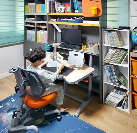 这款Nistulgrow韩国网红小学生书桌卖疯了!