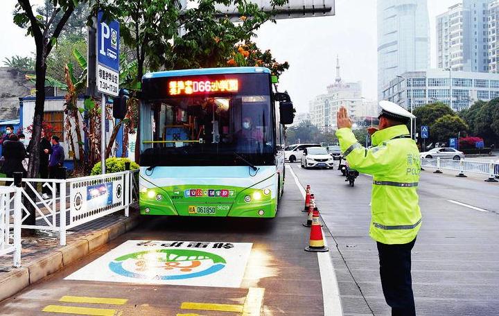 南宁开通了71条护校公交线
