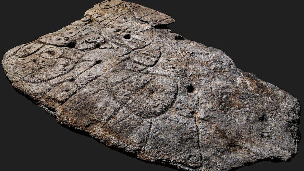 研究:大约四千年前在法国出土的一块石板,或欧洲最早的3D地图。
